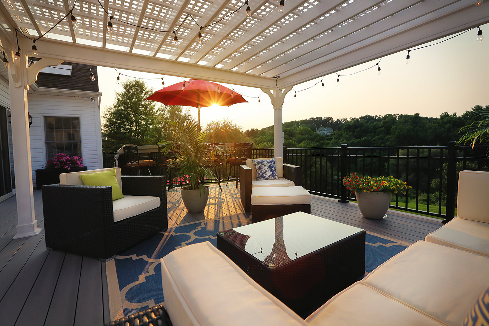 Can't you just see yourself sitting on this deck reading your favorite book or sipping your favorite drink? This picture screams pure relaxation.