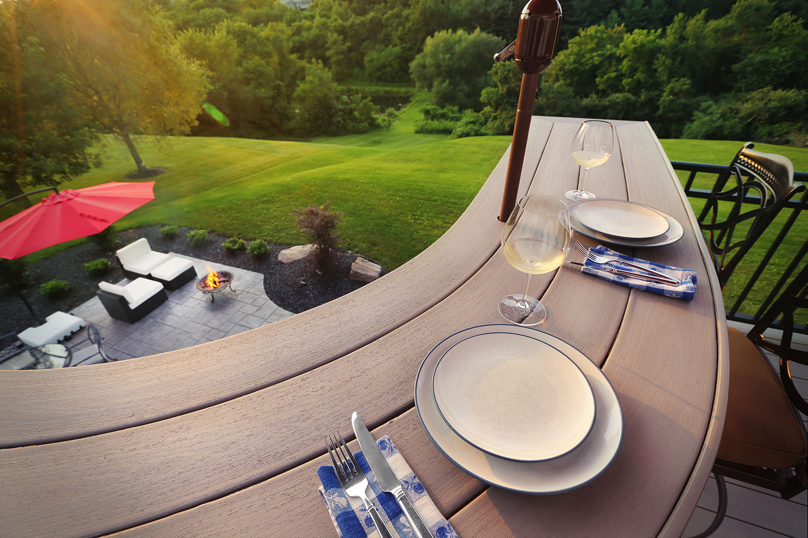 The custom curved railing bar allows friends and family to enjoy a meal or snack, while still being able to take in the gorgeous backyard views.