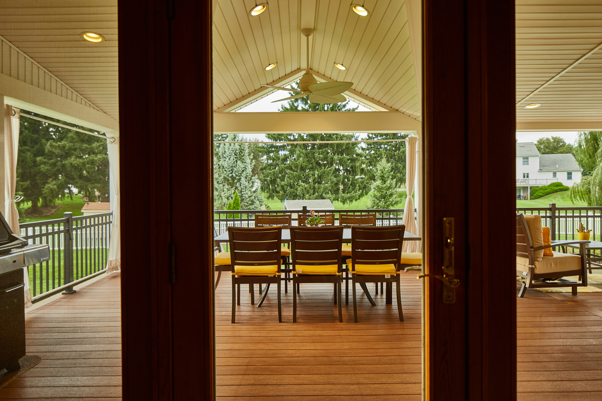 Open the living room patio doors to the flush deck space that has all 3 destination zones: cooking, dining and lounging! This seamless transition creates an expanded living space that is beautiful and also functional.