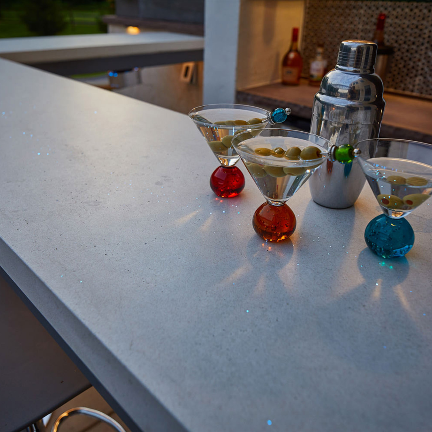 Have you ever seen fiber optics incorporated into a concrete bar top?! Check out this amazing and custom MasterPLAN feature…