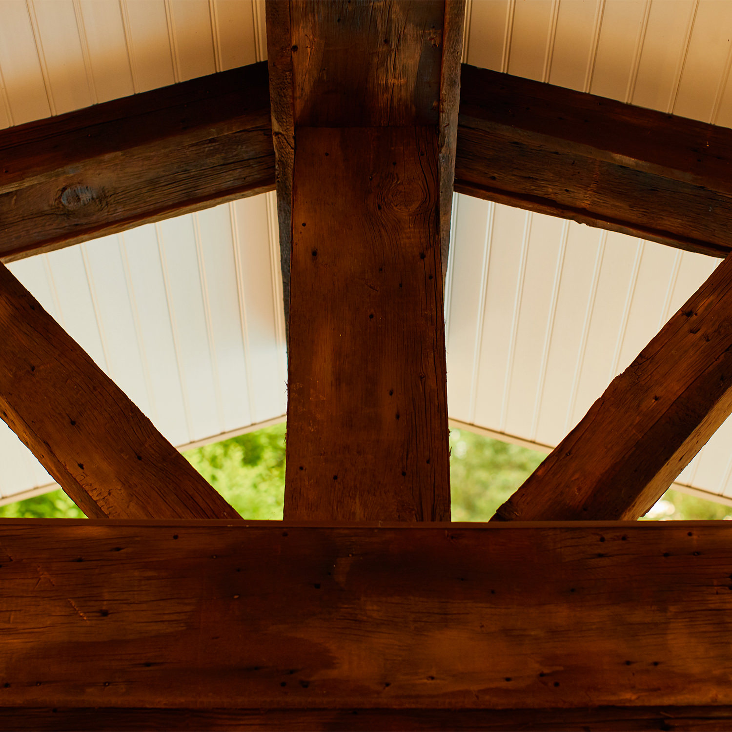 This authentic barnwood cladding shows original nail holes and wear, it's the perfect complement to the clean roof lines. Rustic meets contemporary!