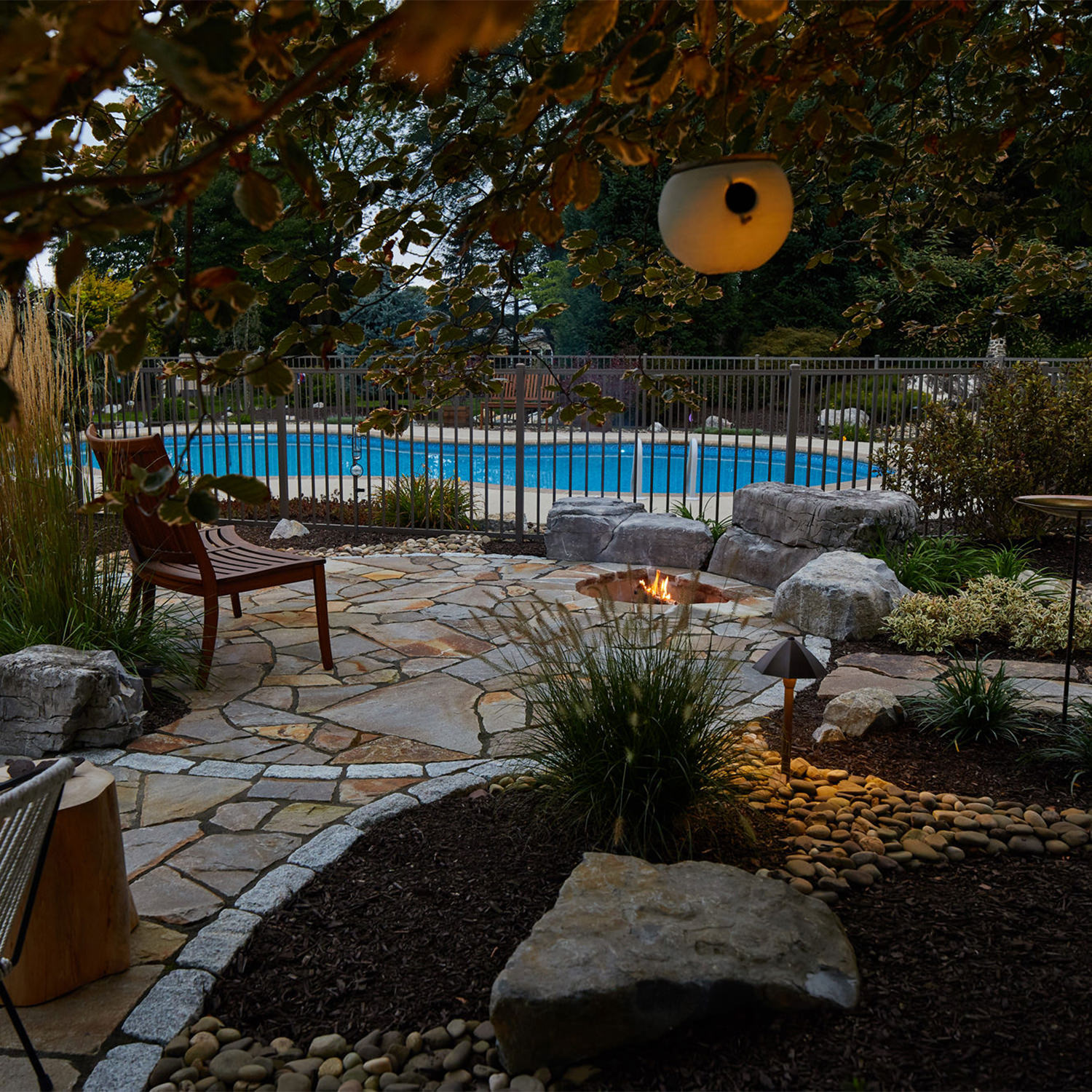 This irregular flagstone patio with sunken fire pit gives this poolside patio a rustic, inviting and cozy feeling…don't you think?